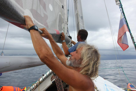 Anatoly Kulik's four-man team has become the first to circumnavigate the globe in an inflatable catamaran. Source: ocean.energydiet.com
