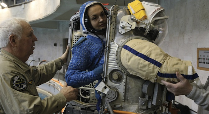 Russian female cosmonaut Yelena Serova during a training session at the Hydrolab water immersion facility in Star City. Source: RIA Novosti / Ruslan Krivibok