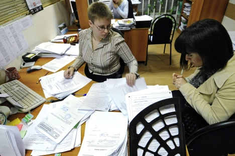 According to some foreign consultants, bureaucracy is one of the problem of Russia's tax system. Pictured: Legal entities submitting their tax declarations to the Central Sochi District Tax Inspectorate. Source: RIA Novosti / Mikhail Mordasov