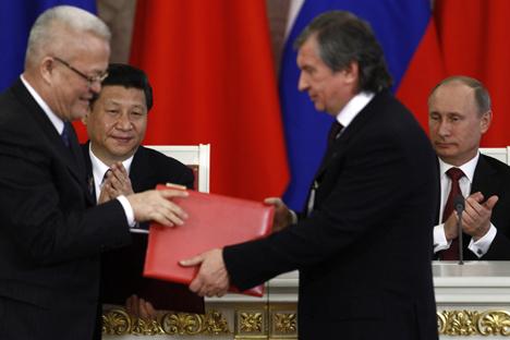 Pelos termos do novo acordo entre Rosneft e CNPC, o pagamento adiantado do lado chinês pode chegar a US$ 8 a 10 bilhões Foto: Reuters