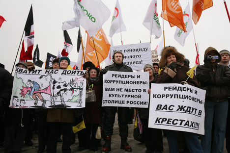 "Participants in the rally in St.Petersburg with posters: ""Raiders and corrupt officials - There's no place for you in cultural capital of Russia"". Source: ITAR-TASS"