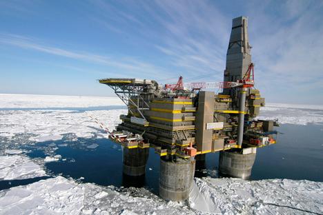 O campo de extração está localizado a 60 km da costa, no mar de Pechora Foto: Gazprom