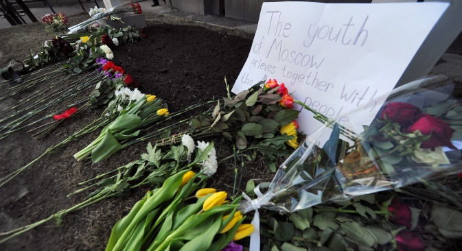 Russia responded to the Boston explosions by bringing flowers to the U.S. Embassy to support the American citizens. Source: Kommersant