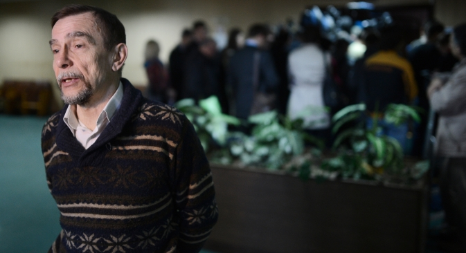 "Lev Ponomarev from the For Human Rights organization, attending a court hearing of Golos, a movement for the defense of voters' rights, the first NGO to be sued for failure to register as a ""foreign agent."" Source: RIA Novosti / Vladimir Astapkovich"