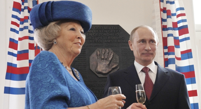 Russian President Vladimir Putin and Queen Beatrix of the Netherlands toast after they unveiled a plaquette with hand imprint of Peter the Great, during a tour of the Amsterdam Hermitage Museum April 8, 2013. Source: Reuters