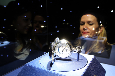 More and more Russians buy luxury goods abroad. Source: AFP / East News