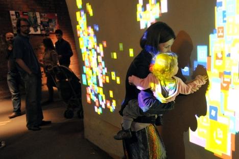 As Galerias de Arte Moderna, como a Moskhaos, propuseram ao públicos viagens interativas pelo tempo Foto: Kommersant