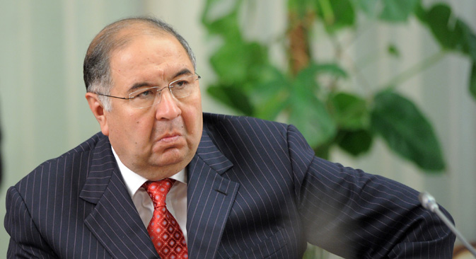 "Alisher Usmanov bets $100 million on Apple. He says: ""For the next three years I believe Apple is a very promising investment, especially given large dividend payments and buybacks"". (Source: Kommersant)"