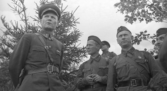 Head of the Soviet Western front Ivan Konev (left) and Soviet writers Mikhail Sholokhov, Alexander Fadeev and Evgeny Petrov in 1941. RIA Novosti / Petrusov