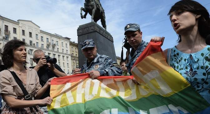 Russian LGBT activists tried  to conduct an unsanctioned gay-parade in central Moscow on Saturday. Source: RIA Novosti / Alexey Filoppov