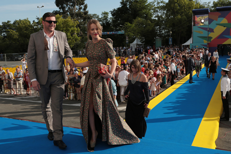 Russian actor Maxim Vitorgan and his wife, Xenia Sobchak, visit the Kinotavr Film Festival in Sochi. Source: RIA Novosti