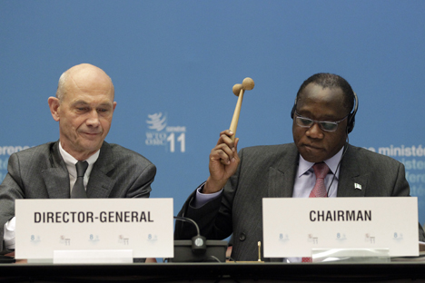 Conference Chairman Olusegun Olutoyin Aganga (R) uses a hammer next to WTO Director General Pascal Lamy to complete the accession of Russia to the WTO during the 8th WTO Ministerial Conference in Geneva, 2011. Source: Reuters
