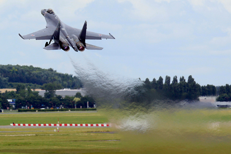 The demonstration flights of the newest Russian Su-35S fighter at the Paris Air Show 2013. Source: Reuters