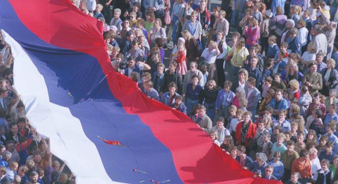 Russos celebrando o Dia da Rússia em 12 de junho Foto: AP