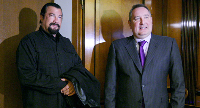 Steven Seagal (L) met with Dmitry Rogozin in Vladimir Region. Source: Sergei Mamontov / RIA Novosti