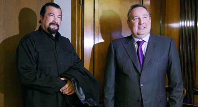 """Der Hollywoodstar Sleven Seagal (links) wird das neue """"Gesicht"""" der  russischen Schusswaffen. Foto: RIA Novosti"""