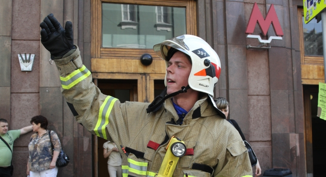 As a result of the fire in the Moscow subway almost 5,000 people were evacuated by fire-fighters from eight stations on June 5, Wednesday. Source: ITAR-TASS