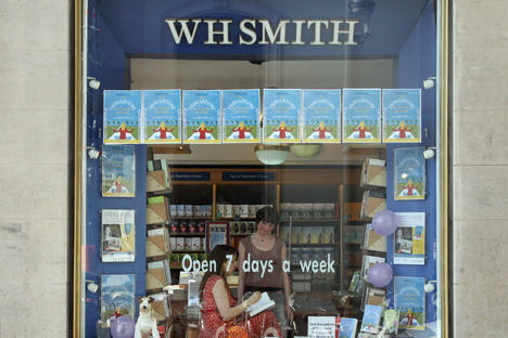 WHSmith has over 1,600 stores and kiosks operating at railway and bus stations, petrol stations and airports. Source: AFP / East news