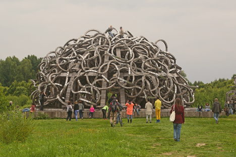 Land-art installations dot the picturesque countryside around the village of Nikola-Lenivets, which has been transformed into an artists' colony over the last decade. Source: Yaroslava Kiryukhina / RBTH