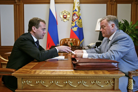 The head of the Russian Railways Vladimir Yakunin (R) will be required to declare his income and spending. Source: ITAR-TASS