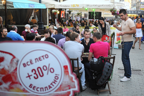 Muscovites will teach foreigners to cook Russian food and treat them to a traditional Russian lunch. Source: ITAR-TASS