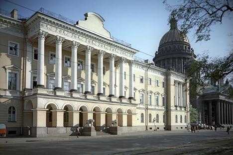 La résidence de la famille Lobanov-Rostovki, une des plus anciennes familles russes, a été construite sur les plans de l'architecte Auguste Montferrand entre 1817 et 1820. Crédit photo : RIA Novosti
