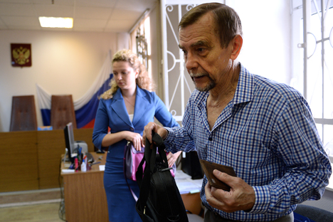 Lev Ponomaryov and his lawyer Valentina Bokareva at Moscow's Zamoskvoretsky District Court where his appeal against a prosecutor's inspection of his organization is considered. Source: Ramil Sitdikov / RIA Novosti