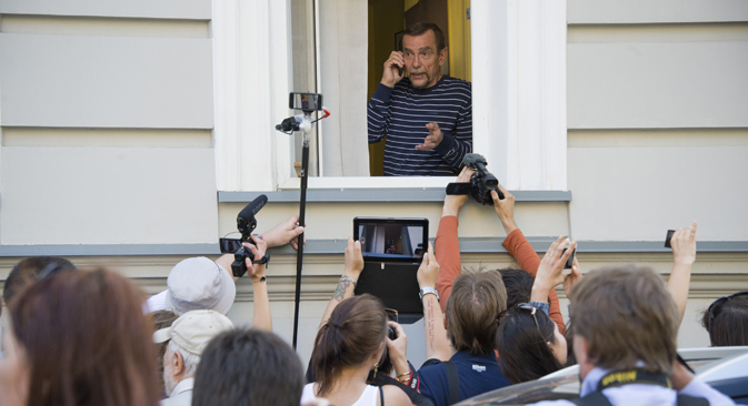 "Human rights advocate Lev Ponomarev in the office of the movement ""For human rights"" in Moscow on June 21. Police close close the office of the movement ""For Human Rights"" in connection with the termination of the lease premises. Source: AFP / East N"
