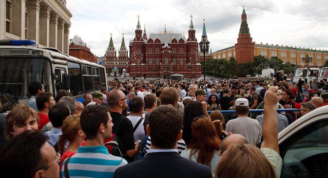 Jovem segura fotografia de Naválni durante protesto que reuniu 10 mil manifestantes no centro da capital Foto: Iliá Krol/Gazeta Russa