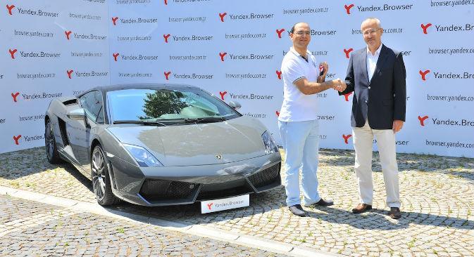Erkan Kiyak from Gaziantep, Turkey, won a Lamborghini Gallardo LP560-4 Coupe during Yandex's promotional campaign (Photo: Yandex)