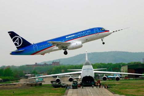 Contrato de compra de 15 aeronaves SSJ-100 com uma opção de compra de outras cinco foi fechado pela empresa mexicana no final de 2011 Foto: Press Photo