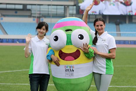 Antes da polêmica, Issinbáeva era presença certa como embaixadora dos Jogos Olímpicos de Verão da Juventude na China, em 2014 Foto: Reuters