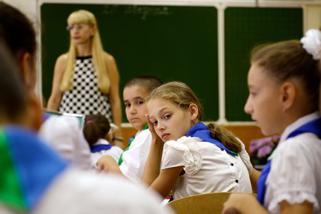 Teachers in Russia confront a new round of educational reforms and students who would prefer to play on their phones than pay attention. Source: ITAR-TASS