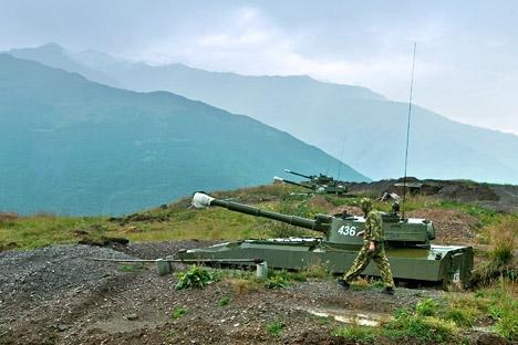 "The 2C1 Gvozdika (""carnation"") self-propelled howitzer. Source: ITAR-TASS"