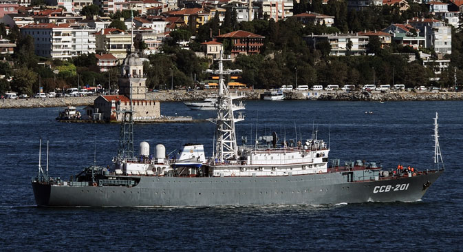 A Russian military intelligence ship, which leads a group of Russian warships, unseen, sails through the Bosporus in Istanbul, Turkey, September 5, 2013. Source: AP