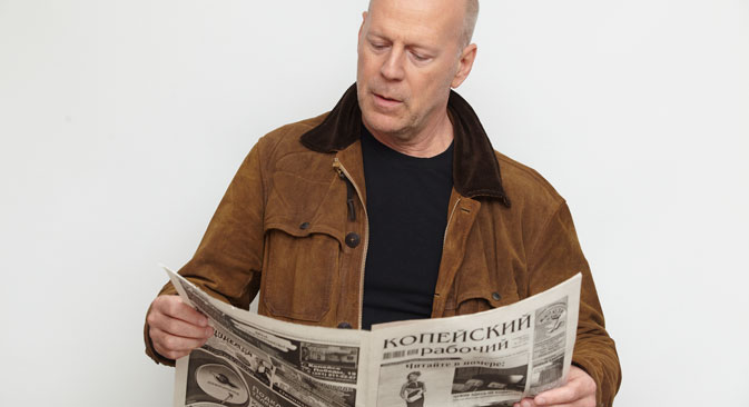 Bruce Willis is one of celebraties, whose interview were published in Ural newspaper 'Kopeisky Rabochiy' (on the photo). Source: Kopeisky Rabochiy newspaper