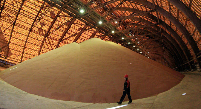 An employee checks an above ground store of processed potassium salts at a Uralkali potash mine near the city of Berezniki in the Perm region close to Russia's Ural mountains August 26, 2013. Source: Reuters
