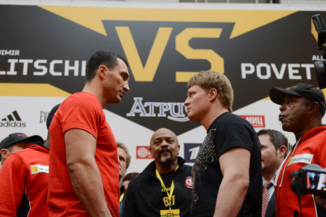 Ukrainian heavyweight boxing world champion Wladimir Klitschko (L) and Russian heavyweight boxer Alexander Povetkin taking part in a stare out during the weighting-in for their long-anticipated October 5 bout. Source: AFP/East News