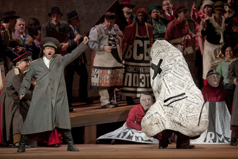 Major Kovalev wakes up one morning to discover that his nose has disappeared (a scene from Metropolitan Opera). Source: Press photo