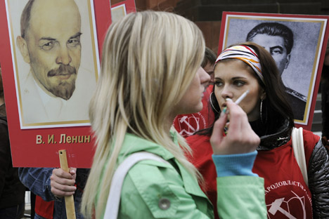 Russians are only mildly interested in politics, opinion poll data shows. Source: ITAR-TASS