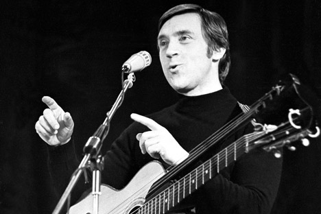 "Vysotsky's style was rooted in traditional Russian ballads, Roma, courtyard and ""blatnoy"" songs. In some places, he was like a chansonnier, like Georges Brassens. Source: PhotoXpress"