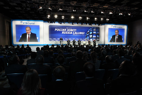 Presidente russo, que discursou em evento organizado por banco de investimentos, não prevê uma rápida recuperação da economia mundia Foto: Konstantin Zavrájin/RG