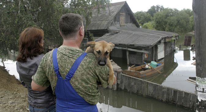 The flood in Russia's Far East has affected thousands of houses, prompting evacuation from at least four regions. Source: AP