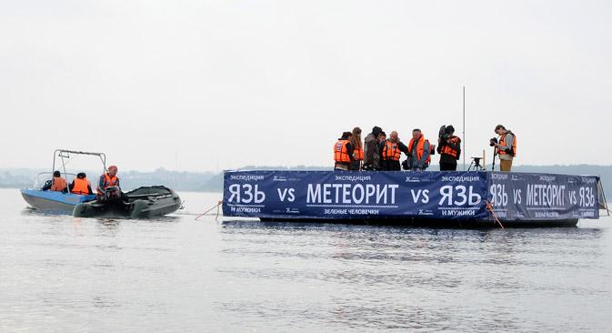 Divers are still searching for Chelyabinsk meteorite. Source: Alexander Kondratuk / RIA Novosti