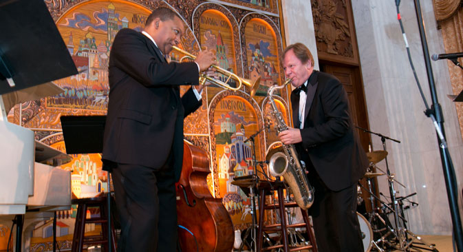 American jazz great Wynton Marsalis performs with virtuoso Igor Butman at the Russian Embassy. Source: Press Photo