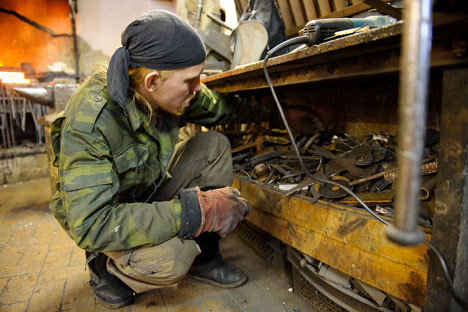 O ferreiro conta que, hoje em dia, há um número suficiente de bons mestres em Moscou Foto: Anton Agarkov