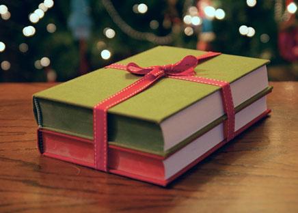 Livro é sempre boa opção - e você pode até pegar emprestado depois!