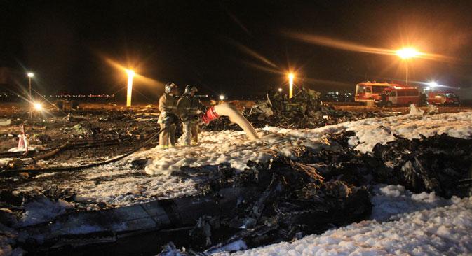 Incêndio gerado por explosão só foi contido na manhã seguinte ao acidente Foto: AP