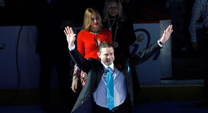 Pavel Bure celebrates his triumph at Rogers Arena. Source: Reuters