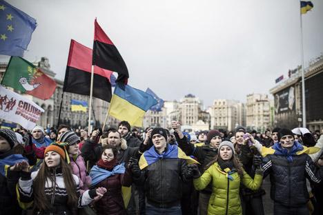 Ucrania es mucho más complicada que Bielorrusia y las tensiones entre el Este y el Oeste pueden agudizarse a consecuencia de lo que está ocurriendo en Kiev. Fuente: AFP / East News